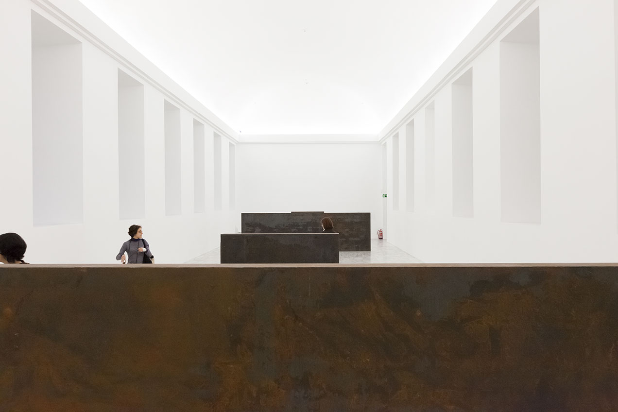 richard-serra-sculpture-equal-parallel-guernica-bengasi-museo-reina-sofia1